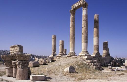 Stock Photo: 3153-702428 fortress and hercules temple, amman, jordan