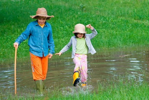 Stock Photo: 3153-705818 children, puddle