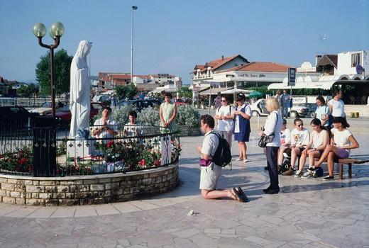 bosnia, medjugorje, pilgrims : Stock Photo