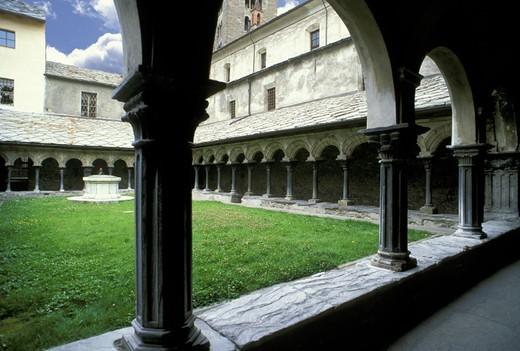cloister of sant´orso, aosta, italy : Stock Photo