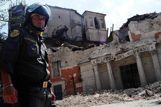 Stock Photo: 3153-715446 palazzo del governo, l´aquila, abruzzo, italy