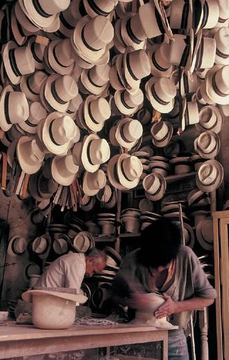 Stock Photo: 3153-717737 ecuador, cuenca, local handicraft