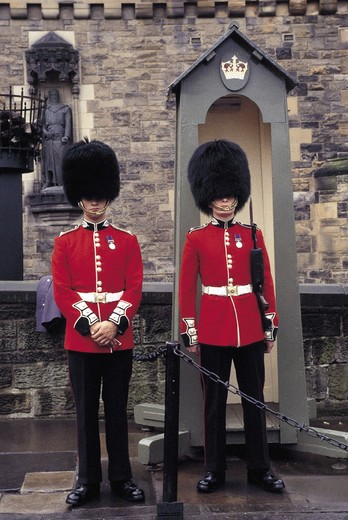 Stock Photo: 3153-732305 scotland, edinburgh, royal guards
