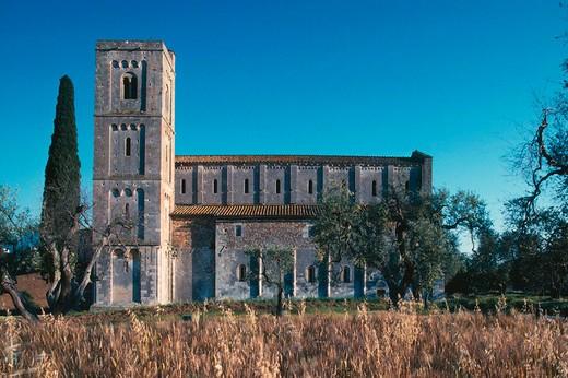 europe, italy, tuscany, castelnuovo dell´abate, montalcino, st antimo abbey : Stock Photo