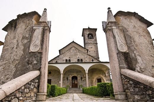 Stock Photo: 3153-736965 romanic church of san donato, carpugnino, piedmont, italy