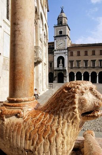 Stock Photo: 3153-742253 europe, italy, emilia romagna, modena, piazza grande