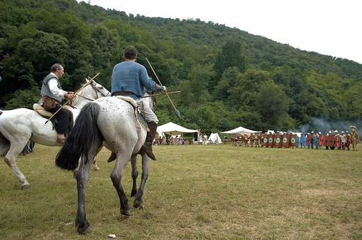 Stock Photo: 3153-743007 battaglia tra guerrieri celtici e soldati romani, celtic days, ome, franciacorta