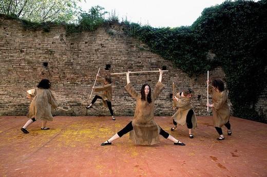 Stock Photo: 3153-746923 danze medievali alla rocca viscontea di castell´arquato, emilia romagna, italia