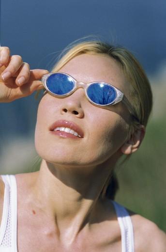 Stock Photo: 3153-747484 woman, sunglasses