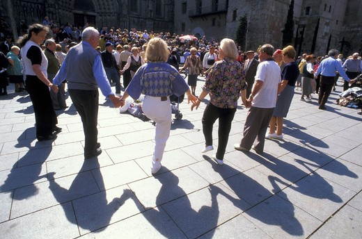 Stock Photo: 3153-749184 sardana dance, barcelona, spain