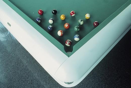 Stock Photo: 3153-750908 hermelin, a modern billiard table