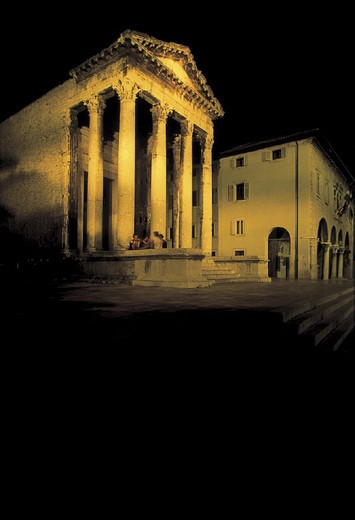 forum square and the augustus´ temple by night, pula, croatia : Stock Photo
