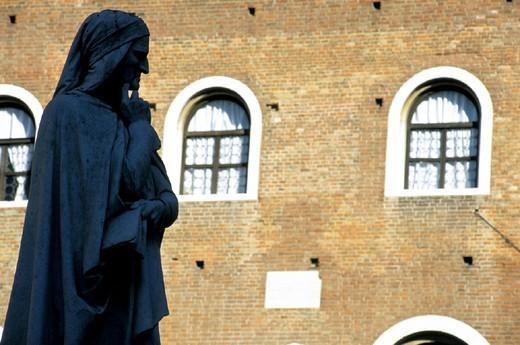 italy, veneto, verona, piazza dei signori, dante alighieri : Stock Photo