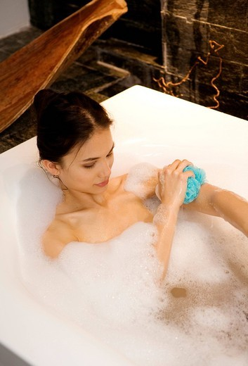Stock Photo: 3153-755968 woman, bathtub