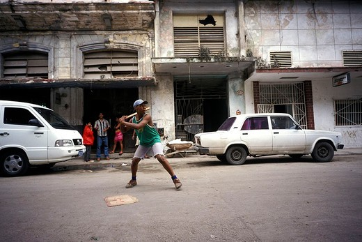 Stock Photo: 3153-757743 cuba, young men playing baseball on the street