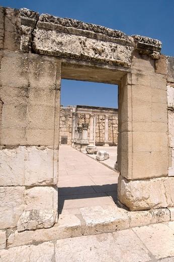 Stock Photo: 3153-758554 resti della sinagoga del sec. IV, cafarnao, israele