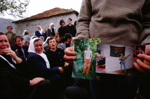 albania, funerals in selite for explosion of the qafe shatama military base : Stock Photo