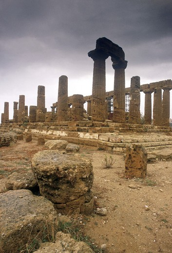 Stock Photo: 3153-760663 italy, sicily, agrigento, temple valley
