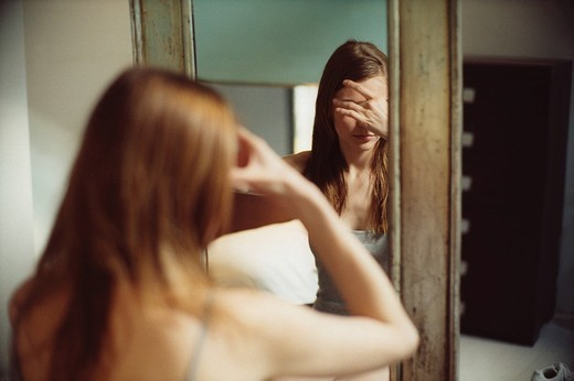Stock Photo: 3153-767806 woman, mirror, headache