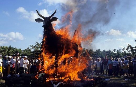 cremation ceremony, amlapura, bali, indonesia : Stock Photo