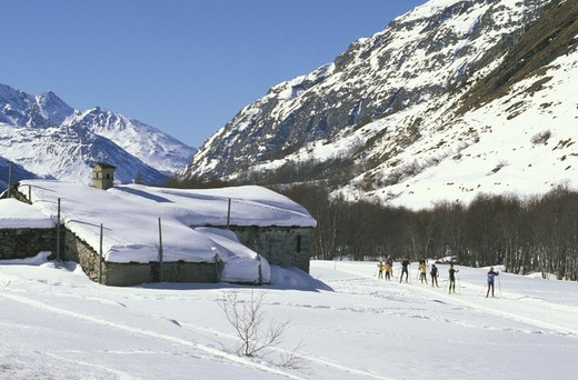 Stock Photo: 3153-797977 cross country skiing slopes, bessans, france