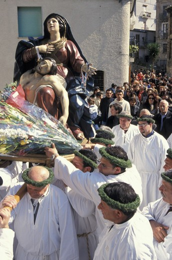 Stock Photo: 3153-807830 holy week/´vattienti´ procession, nocera terinese, italy
