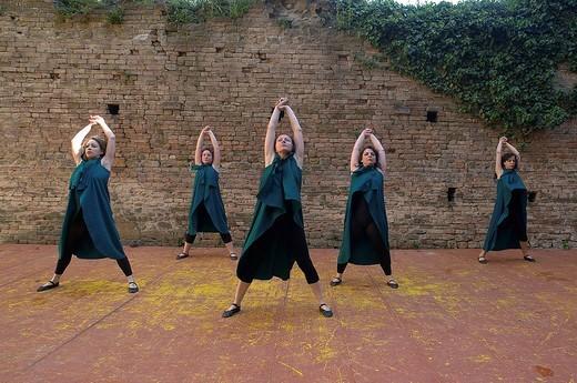 Stock Photo: 3153-809372 danze medievali alla rocca viscontea di castell´arquato, emilia romagna, italia