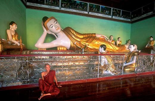 asia, burma, myanmar, yangon, shwe dagon pagoda, buddhist monk : Stock Photo