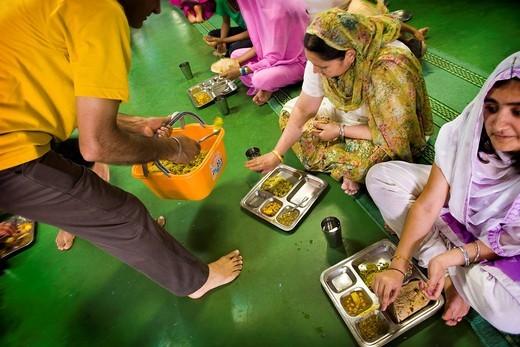 Stock Photo: 3153-821595 pasto nel tempio, comunità sikh, associazione sikhdharma gurdwara singh sabha, novellara, emilia romagna, italia