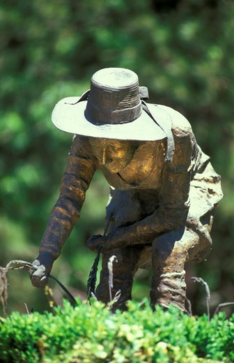 Stock Photo: 3153-821754 europe, italy, lombardy, mantua province, rice weeder statue