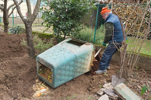 Stock Photo: 3153-831446 emptying compost manure, torre boldone, italy