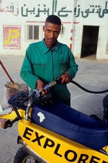 Stock Photo: 3153-832887 stazione di servizio a el oued, algeria, africa,. Africa, Algeria, refueling at a service station in El Oued