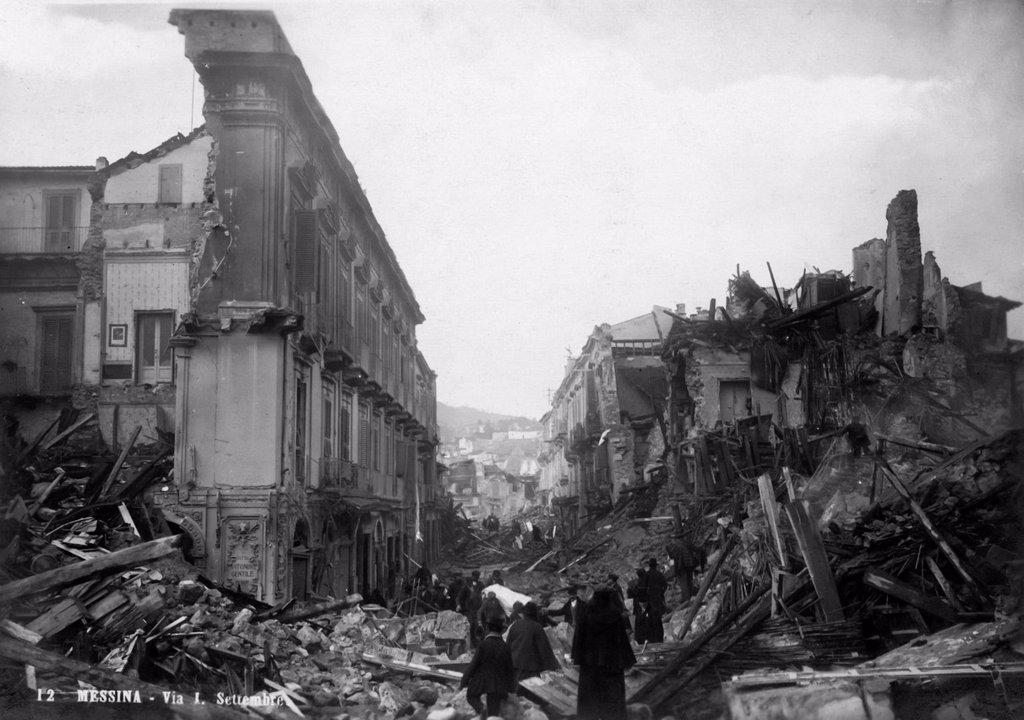 Stock Photo: 3153-835333 terremoto di Messina, Italia, 1908. earthquake of Messina, Italy, 1908