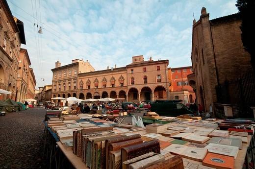 bologna, mercato delle pulci. bologna, flea market : Stock Photo