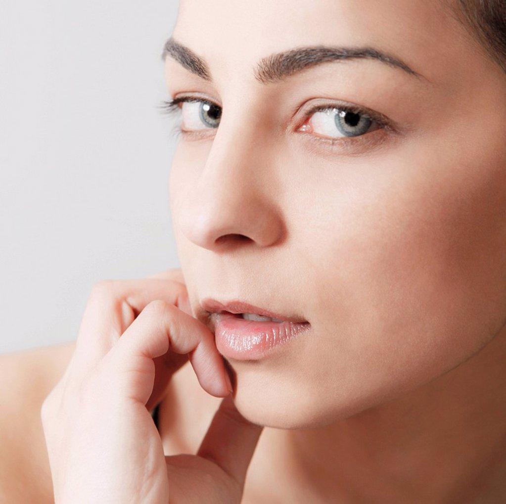 Stock Photo: 3153-835884 primo piano di una donna. portrait of woman