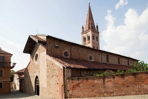 Stock Photo: 3153-839590 chiesa di san giovanni, paese di saluzzo, langhe, piemonte, italia, europa. church of st John, saluzzo village, langhe, piemonte, italy, europe