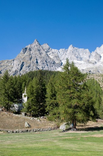 Stock Photo: 3153-841149 val ferret, monte bianco, courmayeur, valle d´aosta, italia. val ferret, mont blanc, valle d´aosta, itlay