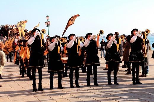 trombettisti, carnevale 2011, riva degli schiavoni, venezia, italia. carnival 2011, riva degli schiavoni, venice, italy : Stock Photo