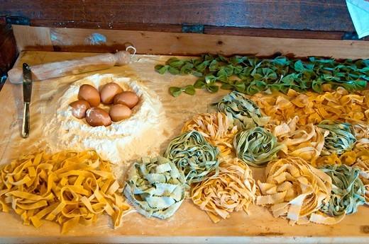 Stock Photo: 3153-842322 mobile madia con tagliatelle, farina, uova. madia furniture, pasta tagliatelle, ingredients