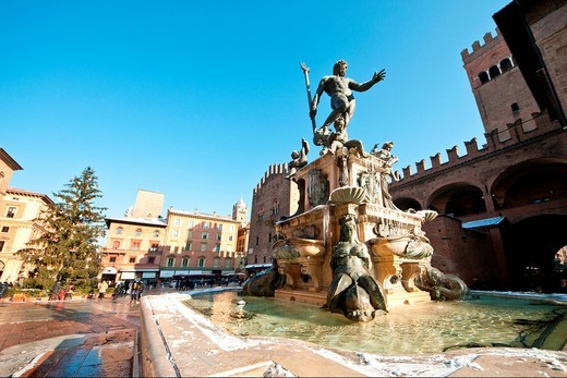 fontana del nettuno, bologna, emilia romagna, italia. neptune´s fountain, blogna, emilia romagna, italy : Stock Photo