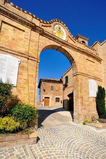 castello di piticchio, arcevia, marche, italia. piticchio castle, arcevia, marche, italy : Stock Photo