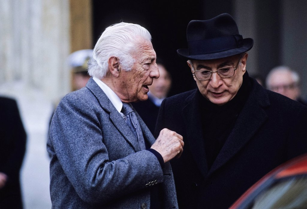 Gianni Agnelli con Francesco Cossiga, anni ´90. Gianni Agnelli with Francesco Cossiga, ´90 : Stock Photo
