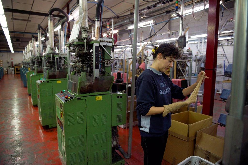 calzificio, fabbrica di calze. hosiery : Stock Photo