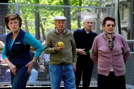 Stock Photo: 3153-844936 anziani, gioco delle bocce. older people, bowls