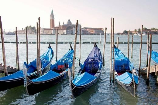 Stock Photo: 3153-845063 gondole e chiesa di san giorgio, venezia, veneto, italia. gondole and san giorgio church, venezia venice, unesco, italy
