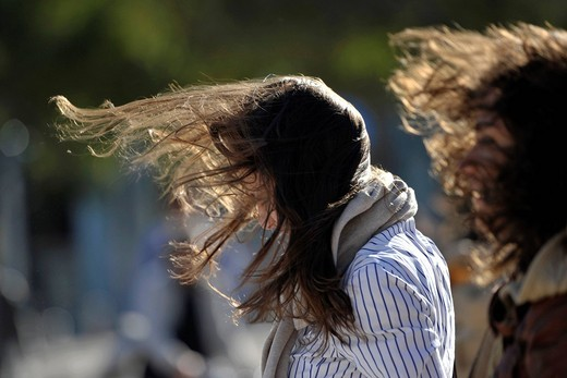Stock Photo: 3153-845178 donne, capelli mossi dal vento. women, hair blowing in the wind