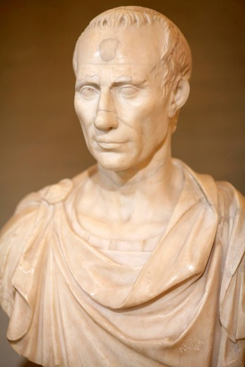 Stock Photo: 3153-846234 150 anni unità d´italia, mostra la bella italia, busto di giulio cesare, dai musei vaticani, reggia di venaria reale, piemonte, italia. bust of Julius Caesar, 150 years of Italian unity, shows la bella italia, palace of venaria reale, piedmont, italy
