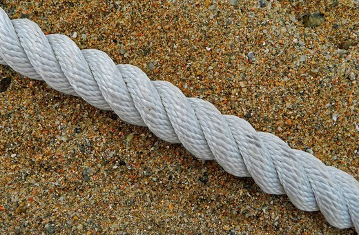 corda sulla spiaggia. rope on the beach : Stock Photo