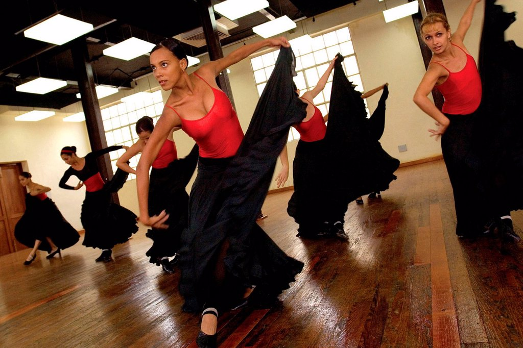compagnia di danza lizt alfonso, l´avana, cuba. Lizt Alfonso's ballet company during training. Havana, Cuba : Stock Photo
