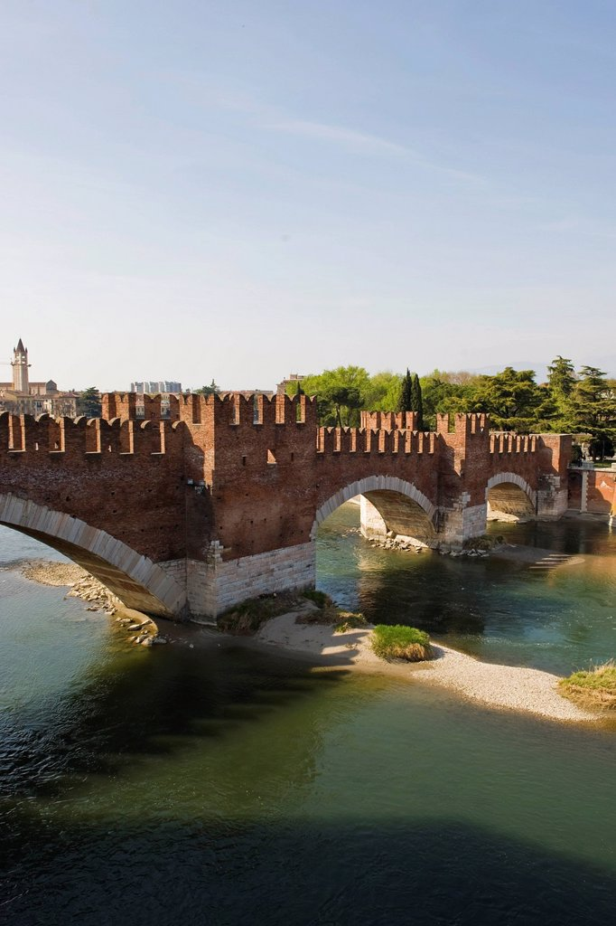Stock Photo: 3153-850989 Scaliger bridge, Ponte Scaligero, Castelvecchio, Verona, Veneto, Italy. Scaliger bridge, Ponte Scaligero, Castelvecchio, Verona, Veneto, Italy
